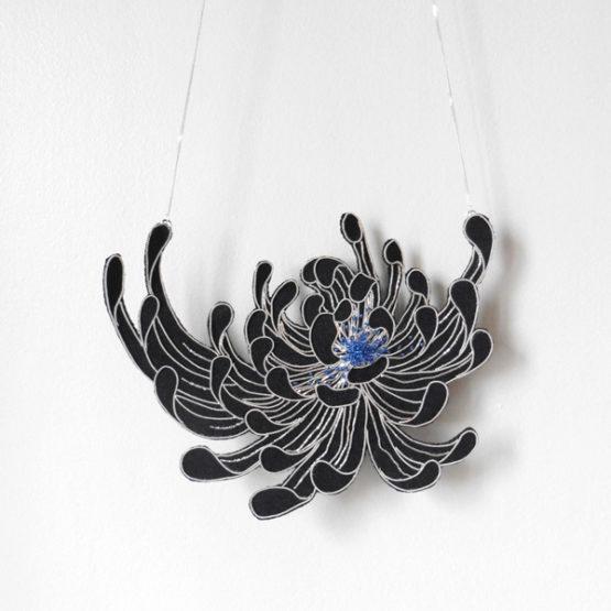 Chrysantheme Collar