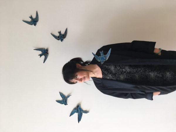 L'Envol des Oiseaux Bleus - Ornement mural et corporel de Nini Peony